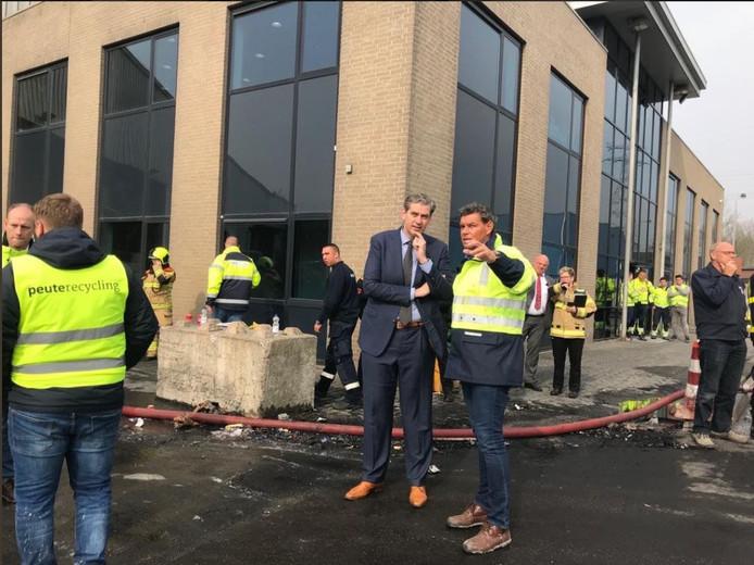 Burgemeester Wouter Kolff in gesprek met directeur John van den Heuvel van Peute.