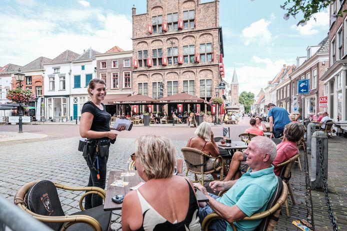 Het toeristische stadje Doesburg wil ook de komende maanden auto's weren uit de binnenstad.