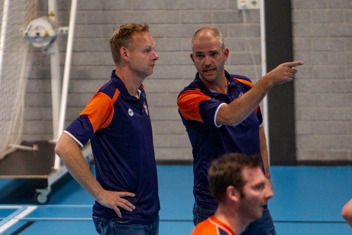 Trainer Jeroen Jansen (rechts, hier op archiefbeeld) van Avior is nog niet helemaal tevreden, ondanks de grote overwinning op CSV.
