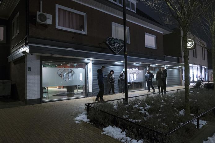 Coffeeshop Diamond aan de Huber Noodtstraat, kort na de heropening in december 2013. Archieffoto: Jan van den Brink