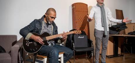 Serdal (41) brengt in Apeldoorn zijn leven weer op orde met dank aan de muziek