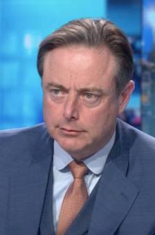 """Bart De Wever: """"Je ne vais pas empêcher les gens de s'asseoir sur un banc"""""""
