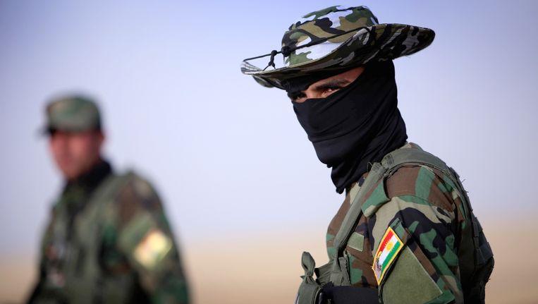 Een Irakees-Koerdisch lid van de veiligheidstroepen, woensdag nabij Arbil. Beeld AFP