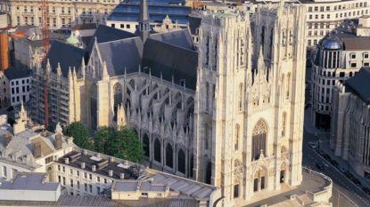 Duizendtal mensen woont misviering voor Notre-Dame bij in Brussel