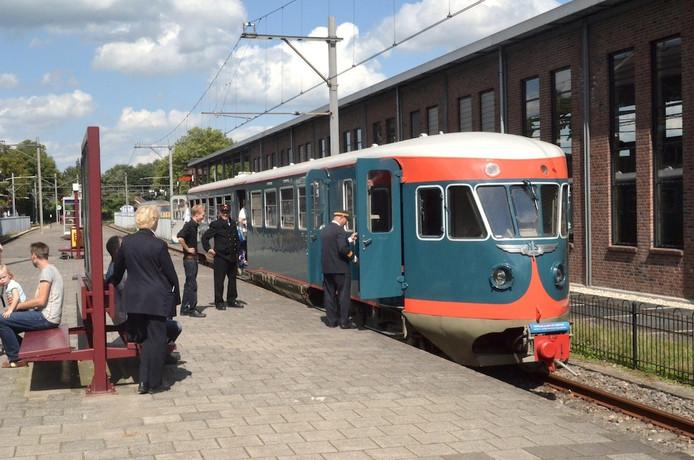 De 'Blauwe Engel' van het Spoorwegmuseum in 2014. Dit treinstel is in Tilburg opgeknapt in het kader van het re-integratieproject waarbij in totaal 589 mensen mogelijk in contact zijn gekomen met het giftige chroom 6.