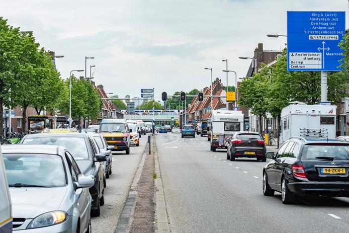 Drukte op de Marnixlaan in Utrecht.