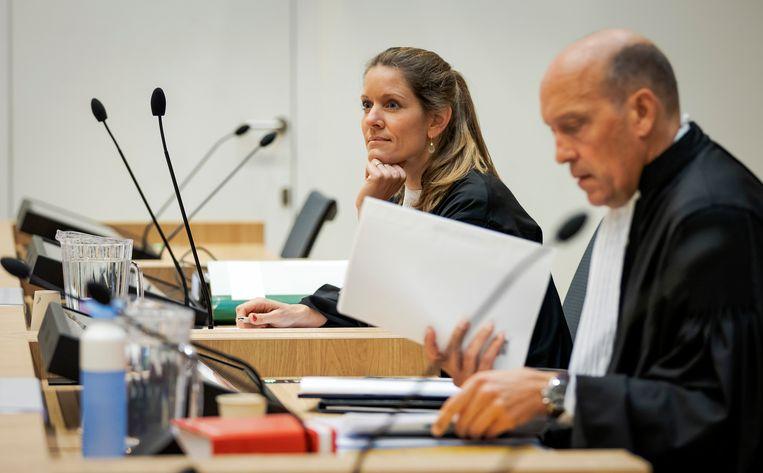 Sabine ten Doesschate (L) and Boudewijn van Eijck, de advocaten van verdachte Oleg Poelatov. Beeld ANP