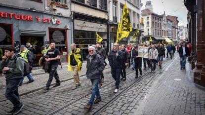 Kapper die winkel verdedigde tegen betogers riskeert celstraf voor weerspannigheid