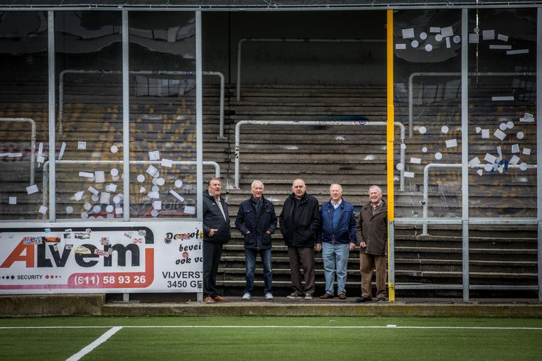 Boskamp en Polleunis met enkele vrienden op bezoek in de 'kooi van Stayen'.