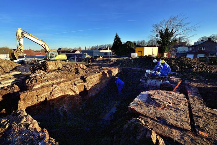 De sanering van de Bult van Pars in Klundert ligt sinds eind januari stil. Wel is er nog archeologisch onderzoek gedaan.