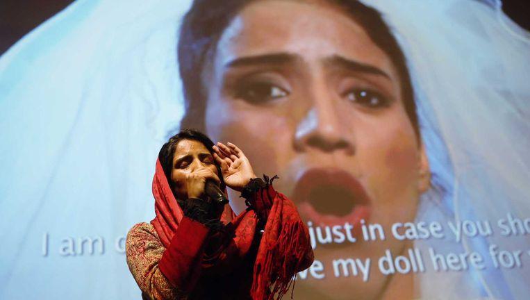 Sonita Alizadeh rapt bij een debat over uithuwelijking op het IDFA, nadat de documentaire over haar leven is vertoond. Beeld anp