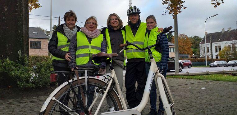 Frank Deboosere, het XIU-team en twee Maris Stella-leerkrachten