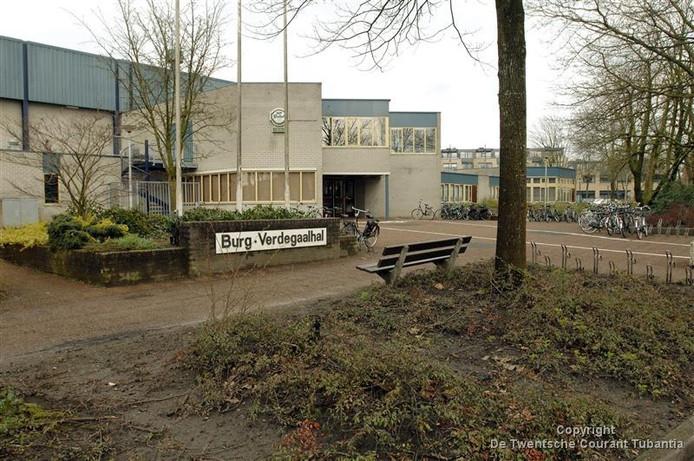 De oude sporthal in Tubbergen krijgt een nieuwe bestemming of wordt afgebroken zodra de nieuwe sporthal klaar is.
