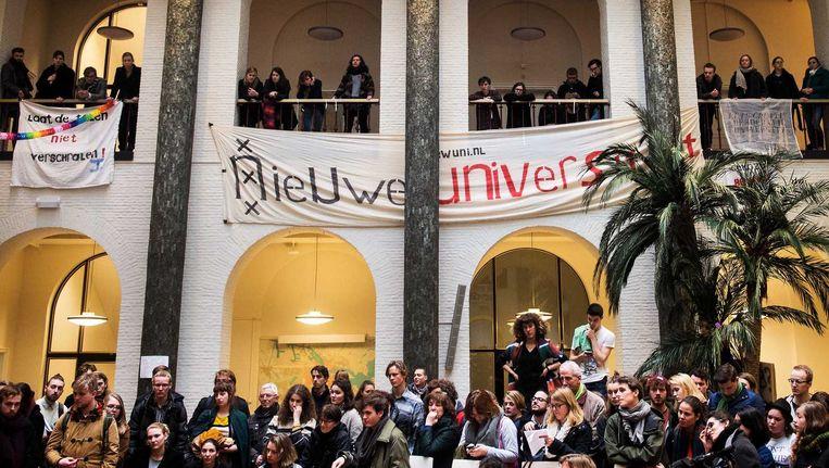 Studenten tijdens een persconferentie in universiteitsgebouw het Maagdenhuis Beeld anp