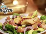 Snelle salade met kip, spinazie en frambozendressing