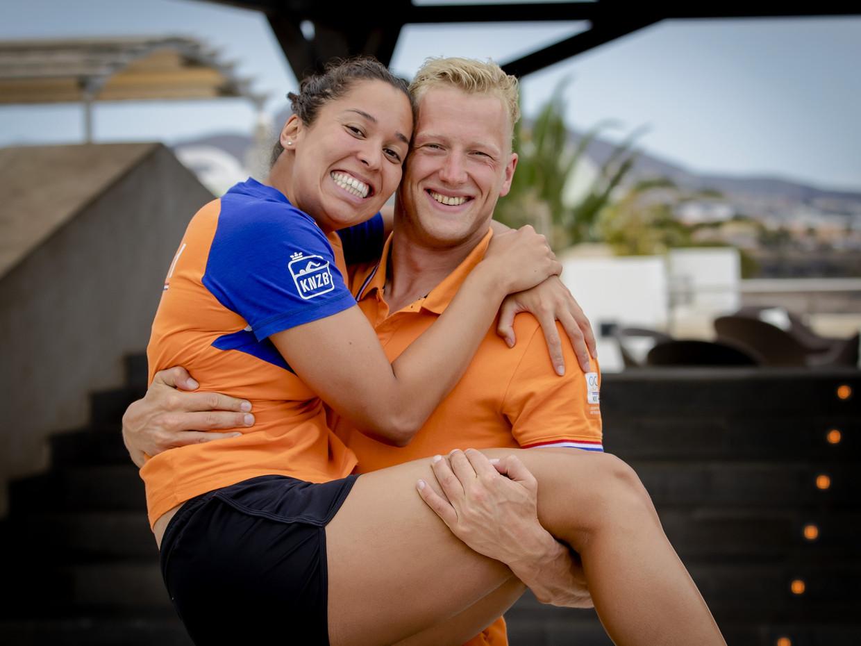 Ranomi Kromowidjojo en haar vriend Ferry Weertman tijdens het trainingskamp van de Nederlandse zwemploeg op Tenerife.