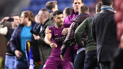 City uit FA Cup, Aguëro ruziet met Wigan-fans