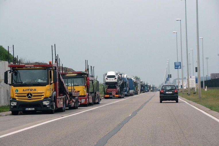 Onder meer aan de Blikken kamperen dagelijks vrachtwagenchauffeurs.