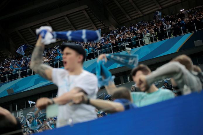 Willekeurige Zenit-fans tijdens het EL-duel met RB Leipzig.