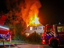 Bewoner gewond bij uitslaande brand die villa in de as legt in Hummelo