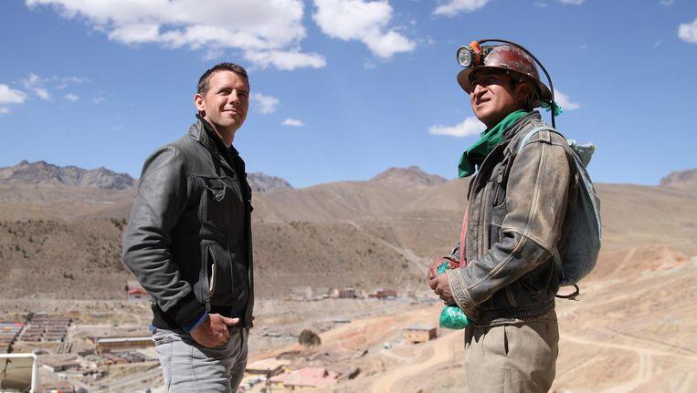 Stef Biemans tijdens het draaien van de serie in de Andeslanden. Bij de mijnwerkers in Bolivia. Beeld Niels van Koevorden