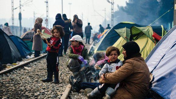 Vluchtelingen in een kamp nabij het Griekse dorp Idomeni.