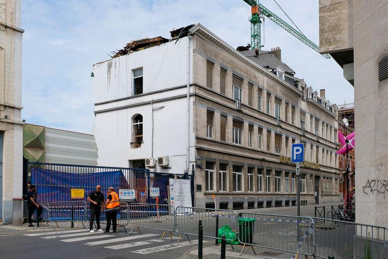 De achtergevel van de voormalige Bacardi Martini-kantoren is ingestort.