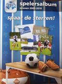 Het HVCH-album uit 2010. Zaterdag verschijnt een nieuwe uitgave waarin 1147 spelersplaatjes in passen.