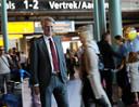Schiphol-ceo Dick Benschop wil dat de luchthaven verder kan groeien. De uitbreiding naar Lelystad is niet voldoende.
