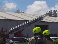 Brand bij autobedrijf in Vrouwenpolder