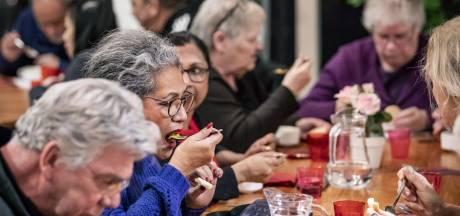 Kleurrijk Koken in Almelo brengt mensen samen rond maaltijden uit allerlei landen