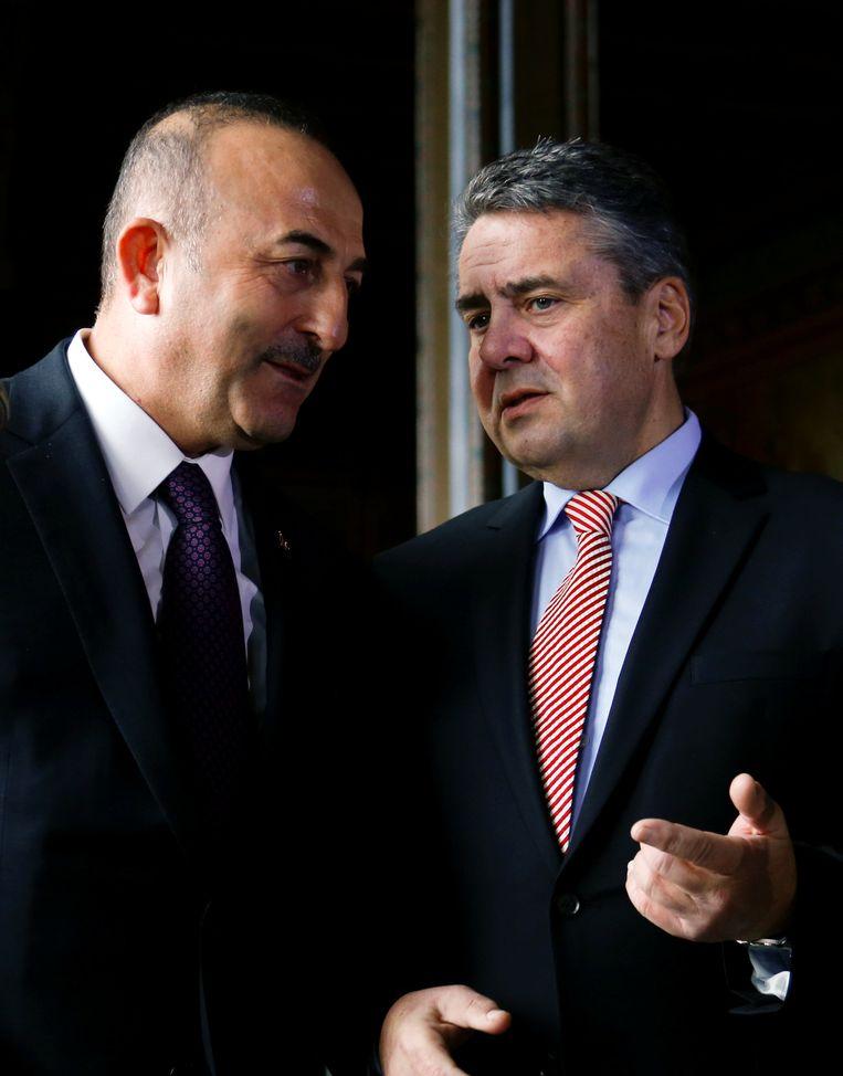 Afbeeldingsresultaat voor turkse minister van buitenlandse zaken met sigmar gabriel\