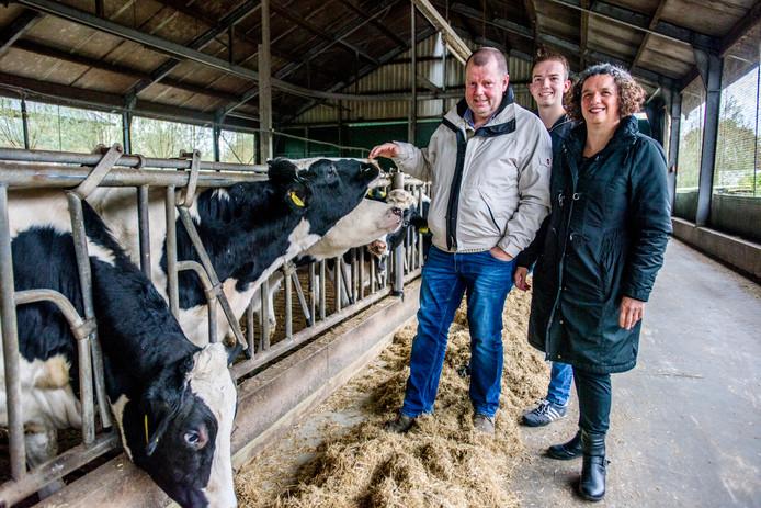Jan van Esch en zijn vrouw Ingrid leggen zich al toe op hun kinderdagverblijf Tierelier. Zoon Arjan wil vanaf 2019 als melkveehouder in een koeientuin gaan pionieren.