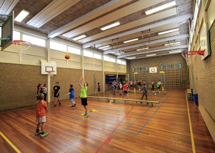 Leerlingen van basisschool De Vier Heemskinderen maken nu nog gebruik van de gymzaal aan de Vondellaan. foto gerard van offeren/pix4profs