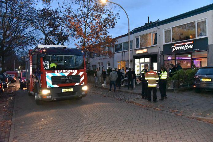 Brandweer bij Snackbar Portofino aan de Koninginnelaan in Nijmegen.