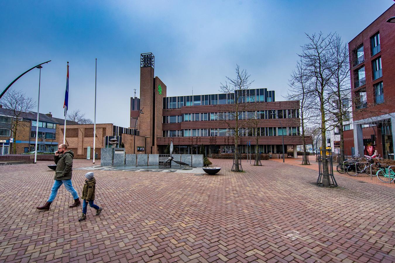 Het gemeentehuis in Dronten is verbouwd en het oude meubilair kan worden opgehaald.