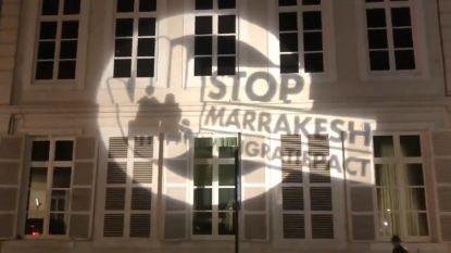 Vlaams Belang protesteert tegen migratiepact met projectie op ambtswoning premier, security komt hardhandig tussen