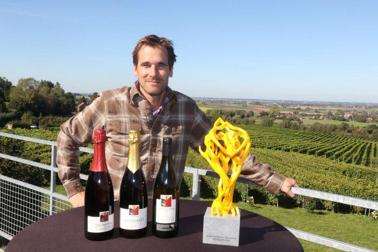 Martin Bacquaert van wijndomein Entre-Deux-Monts met zijn prijs.