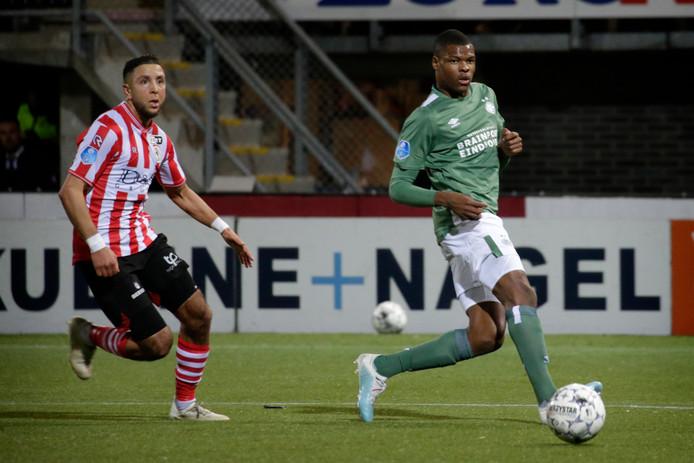 Denzel Dumfries (PSV, rechts)  tijdens de wedstrijd Sparta Rotterdam - PSV