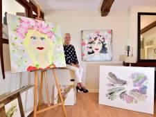 Stewardess Katja opent eigen historische woning als galerie