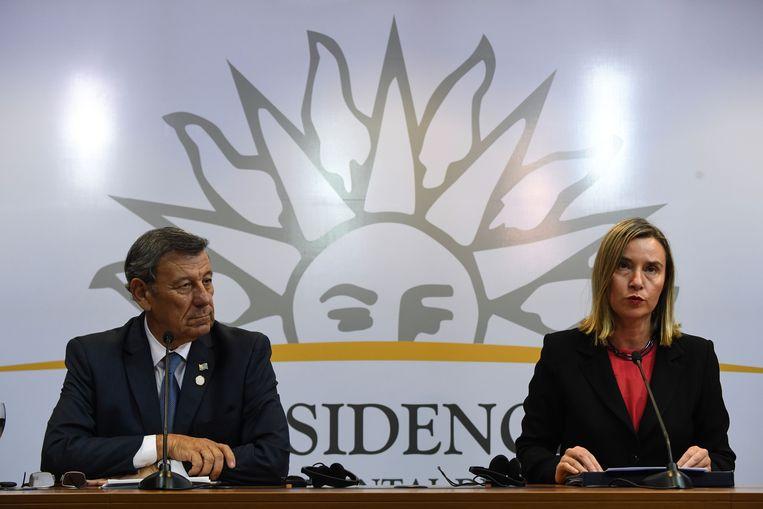Federica Mogherini, chef buitenland van de EU, en de Uruguayaanse minister van Buitenlandse Zaken Rodolfo Nin Novoa (links) donderdag op een persconferentie voorafgaand aan de vergadering van de Internationale Contactgroep over de crisis in Venezuela. Beeld AFP