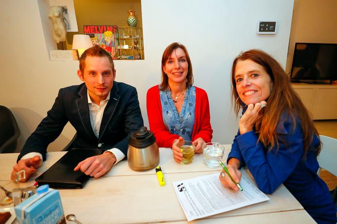 Drie lokale ondernemers willen een buurtontmoetingsplek in Stratum realiseren. V.l.n.r.: Elian Cremers, Jolanda Jochems en Priya van Breugel.