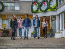 'Onze opa's en oma's verdienen een verzetje', dus zetten Delftse studenten ouderen in het zonnetje