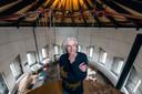 Marius Dielemans was sinds 2004 bezig met het opknappen van de watertoren. Hij overleed in 2018.