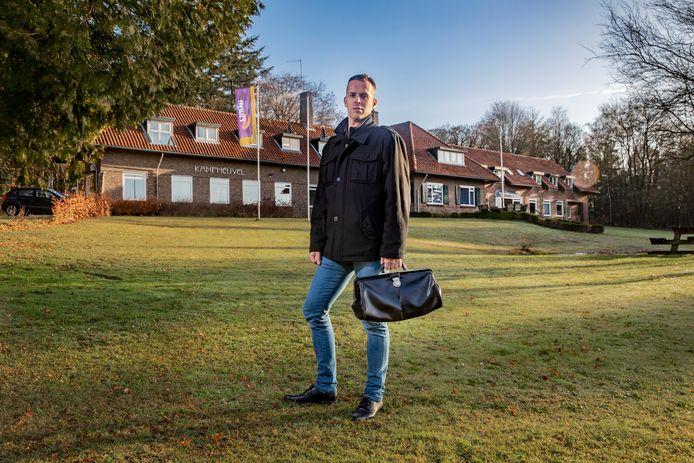 Huisarts Martin Dieleman uit Hoenderloo, die ook twee dagdelen per week voor De Hoenderloo Groep werkt, vreest dat hij zijn praktijk moet opheffen als de instelling de deuren sluit.