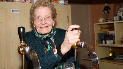 Lydie van café De Rysselende viert 90ste verjaardag achter de toog van haar café