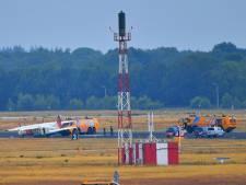Klapband voor vliegtuig kustwacht op Vliegbasis Eindhoven, piloot zet toestel veilig aan de grond, vliegverkeer ligt stil