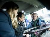 Minister Wiebes kruipt in tractor boze boer op Malieveld
