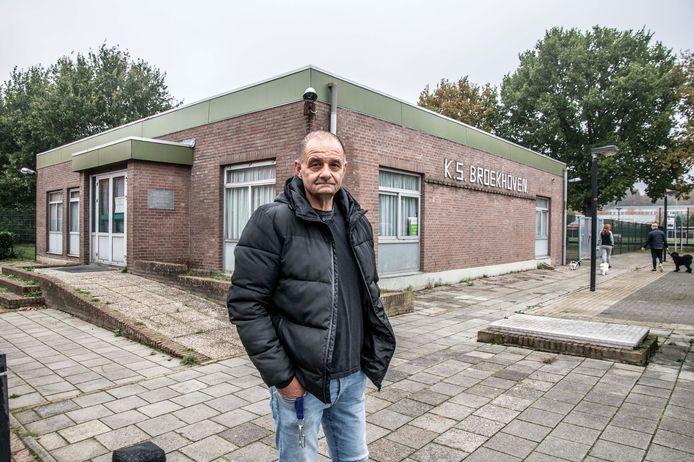 """Initiatiefnemer Robert Martens voor het oude clubgebouw van KS Broekhoven. ,,Geef ons die kantine voor de jeugd."""""""