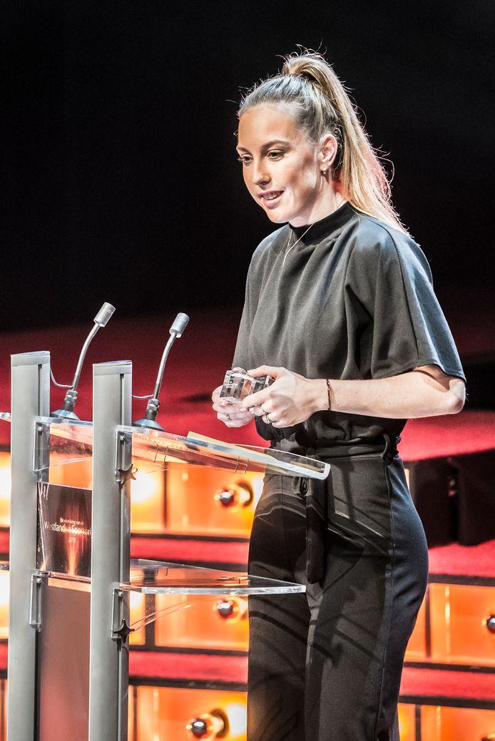 Westlands sportvrouw van het jaar Lara van Ruijven spreekt haar dank uit.